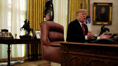 Коледна среща на Доналд Тръмп с репортери в Овалния кабинет