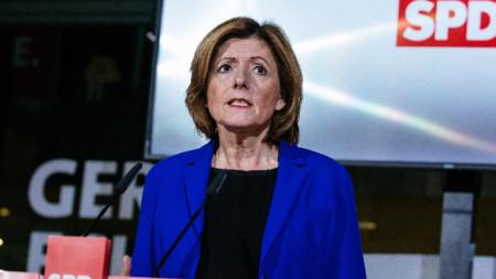 Министър-председателката на Рейнланд-Пфалц Малу Драйер е временен лидер на германските социалдемократи заедно с още петима други политици