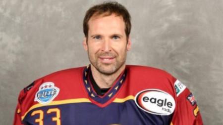 Петър Чех с хокейни доспехи.