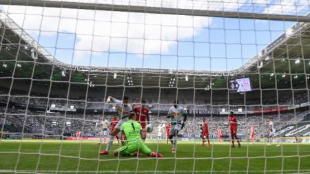 Байер (Л) победи като гост с 3:1 Борусия (М)