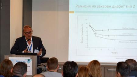 Проф. Пламен Стайков пред лекторската аудитория