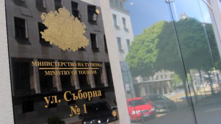 Министерството на туризма предупреждава, че ще бъдат сезирани РЗИ, Комисията за защита на потребители и МВР.