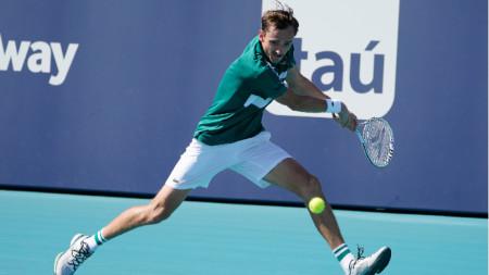Даниил Медведев е на четвъртфинал.