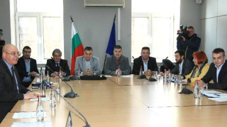 Министър Емил Димитров се срещна с представители на легитимния рециклиращ сектор, който осигурява суровини за преработващите предприятия в България.