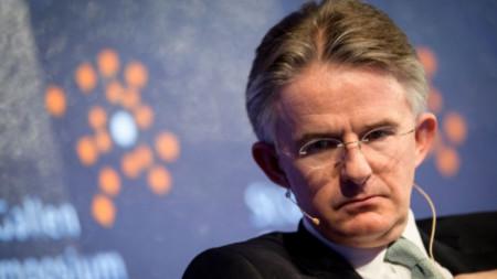 Главният изпълнителен директор на HSBC Джон Флинт подаде оставка