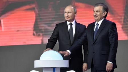 Владимир Путин и узбекският му колега Шавкат Мирзийоев дадоха в Ташкент символичен старт за работата по първия АЕЦ в Узбекистан, която ще е в западния регион Навой.