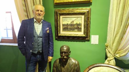 Димитър Георгиев в галерията, която носи името му