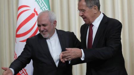 Сергей Лавров и Мохамад Джавад Зариф (вляво) на пресконференцията им в Москва.