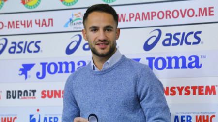 Борислав Цонев с наградата.