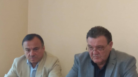 Антон Коджабашев (вляво)