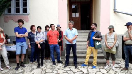 Студенти от Художествената галерия са в Шишковци за поредния пленер в селото на Майстора