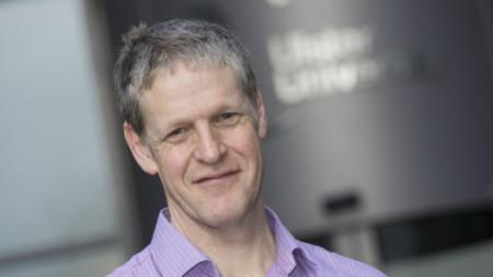 Проф. Дънкан Мороу - преподавател по политически науки в Ълстърския университет в Белфаст.