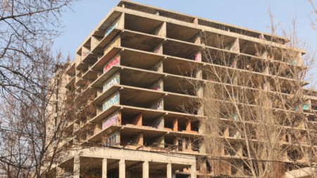 Строежът от над 40 години в София, който  по думите на премиера Борисов трябва да бъде съборен.