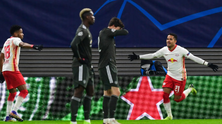 Играчите на Лайпциг (в бели фланелки) могат да загубят служебно.