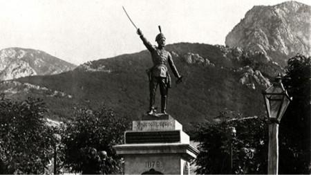 """""""Аз съм български войвода, момци ми са тез, ний летиме за свобода, кръв да леем днес!"""""""