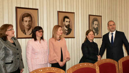 Държавният глава Румен Радев се срещна с председателя на ЦИК Стефка Стоева и с ръководството на Комисията.