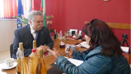 Маурицио Ферери разговаря с нашия репортер Лалка Радкова