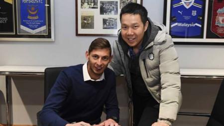 Сала подписва контракта с Кардиф.