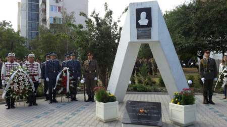 Паметник, издигнат в чест на капитан Димитър Списаревски