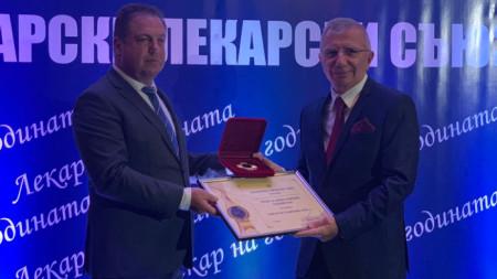 Проф. Пламен Георгиев Панайотов (вдясно)