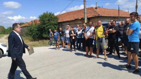 Земеделският министър на среща с протестиращи земеделци в Ръжево Конаре, 30 август 2021 г.