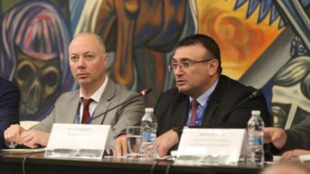 Министрите Росен Желязков и Младен Маринов на конференция за пътна безопасност.