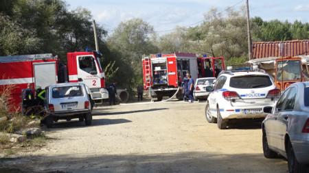 Трима души са пострадали при избухване на газова бутилка в частен имот край Благоевград.