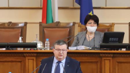Днес се провежда редовно пленарно заседание на Народното събрание.