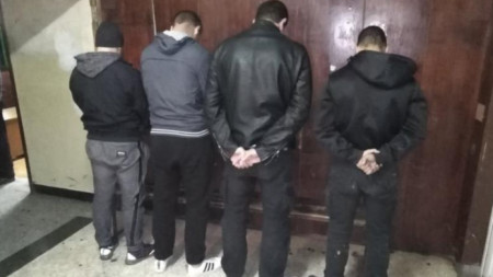 Част от задържаните заради нацистки и обидни жестове по време на футболната среща България - Англия