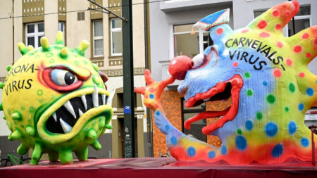 Коронавирусът стана и участник в карнавал в Германия в края на февруари.