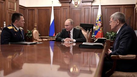Владимир Путин разговаря днес с Игор Краснов (вляво) и с Юрий Чайка.