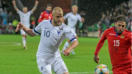 Теему Пуки (в бял екип) вкара два гола срещу Армения.