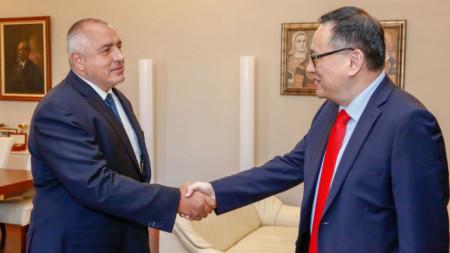 Бойко Борисов и Шаолин Янг на срещата им Министерски съвет.