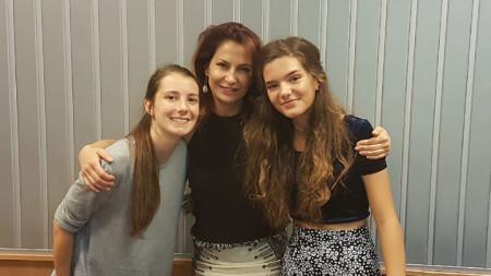 """Мартина Кръстева, Ива Дойчинова и Мина (отляво надясно) в студиото на програма """"Христо Ботев""""."""
