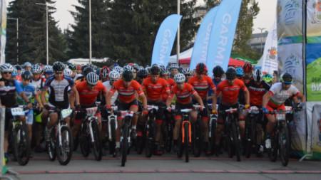 Старт на колоездачите в
