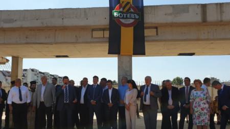 """През август беше обявено възобновяването на строителните дейности на стадион """"Христо Ботев"""" в Пловдив"""
