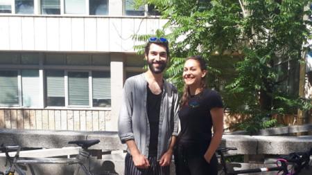 "Борис Далчев и Михаела Добрева в подвижното студио на ""Аларма"" под открито небе"