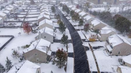 Снегът в чикаго е с дебелина от 10 до 15, а на места и до 18 см.
