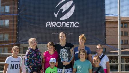 Цвети Пиронкова при представянето на своята марка.
