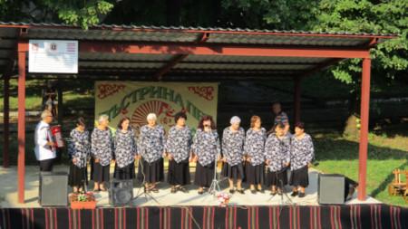 Женската певческа група на село Стубел