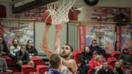 Алекс Симеонов игра един сезон в Исландия.