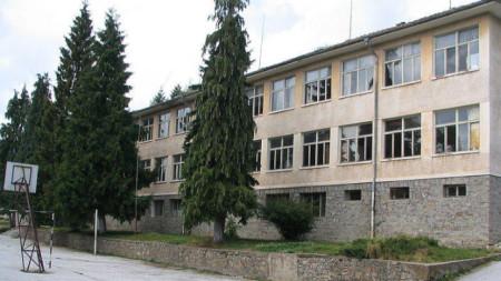 Сградата на старото училище в Славейно