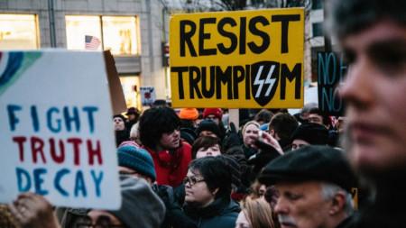 Протест в Ню Йорк срещу извънредното положение, въведено от президента на САЩ Доналд Тръмп.