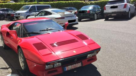 """Червеното """"Ферари 288 GTO"""" с първа регистрация от 1985 г. е в неизвестност, след като потенциален """"купувач"""" го изпробвал."""