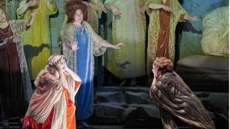 """Сцена от операта """"Жената без сянка"""" от Рихард Щраус – спектакъл на Виенската държавна опера"""
