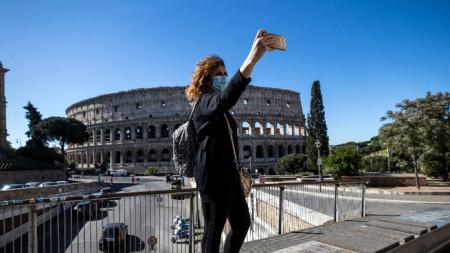 Селфи пред Колизея, Рим, 4 май 2020 г.