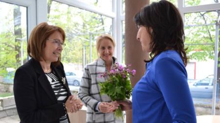 """В Центъра за обществена подкрепа в Казанлък бяха представени официално две нови услуги за града: """"Спешен център за настаняване на деца в риск"""" и """"Синя стая""""."""