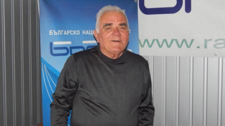 Инженер Михаил Попов работи по изграждането на Химическия комбинат във Видин и дълги години след това.