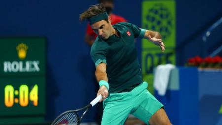 Роджър Федерер игра почти два часа и половина в първия си мач.