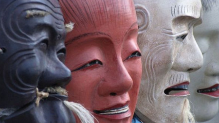Ще бъдат показани над 40 маски, направени от японски кипарис.
